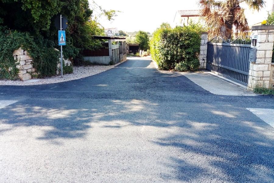 http://www.novigrad.hr/asfalto_nuovo_in_diverse_ubicazioni_cittadine