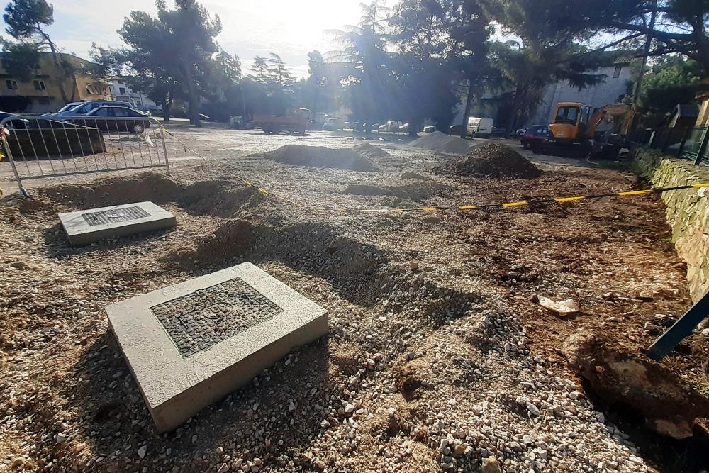 http://www.novigrad.hr/ureuje_se_bijeli_parking_u_mandrachu