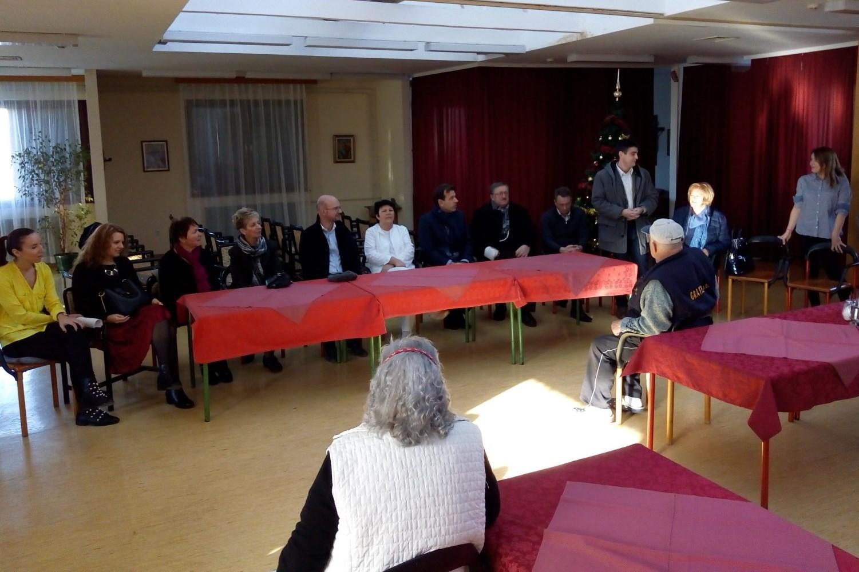 http://www.novigrad.hr/visita_tradizionale_alla_casa_per_anziani_e_disabili_da_parte_dei_rappresen