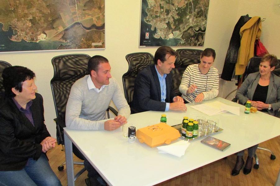 http://www.novigrad.hr/la_citta_e_lente_turismo_continuano_a_supportare_giovanni_cernogoraz_nel_nu