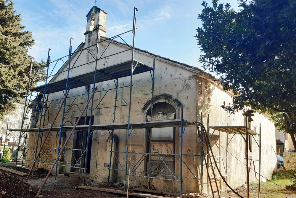 http://www.novigrad.hr/sanira_se_crkva_svete_agate_i_zid_staro_groblja