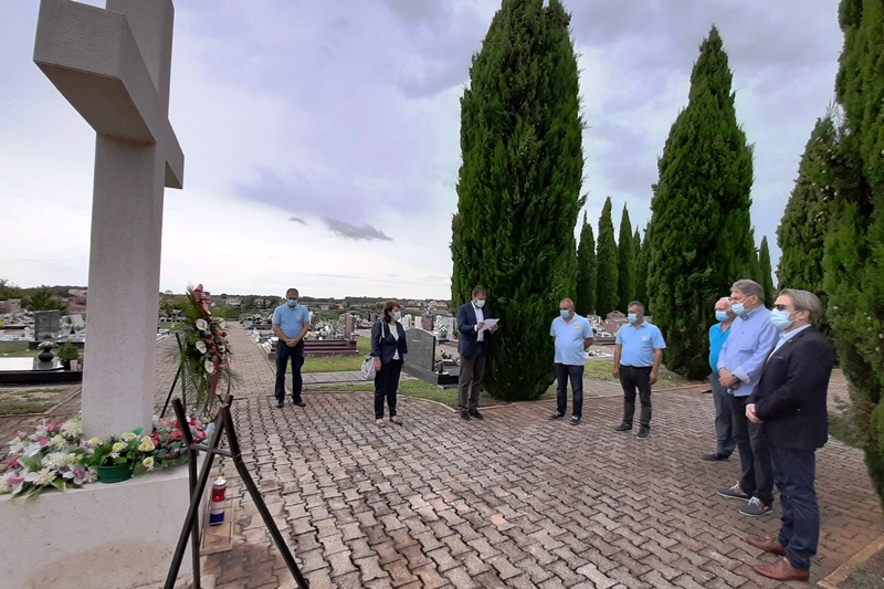 http://www.novigrad.hr/vijenci_i_svijee_povodom_dana_pobjede_i_domovinske_zahvalnosti_te_dana