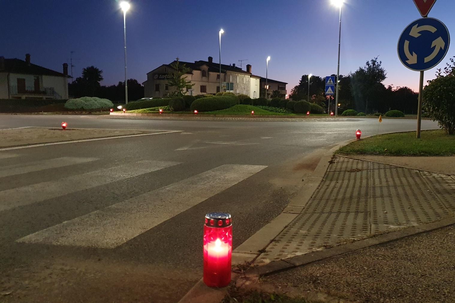 http://www.novigrad.hr/paljenjem_svijea_odana_pochast_stradanju_vukovara_i_shkabrnje1