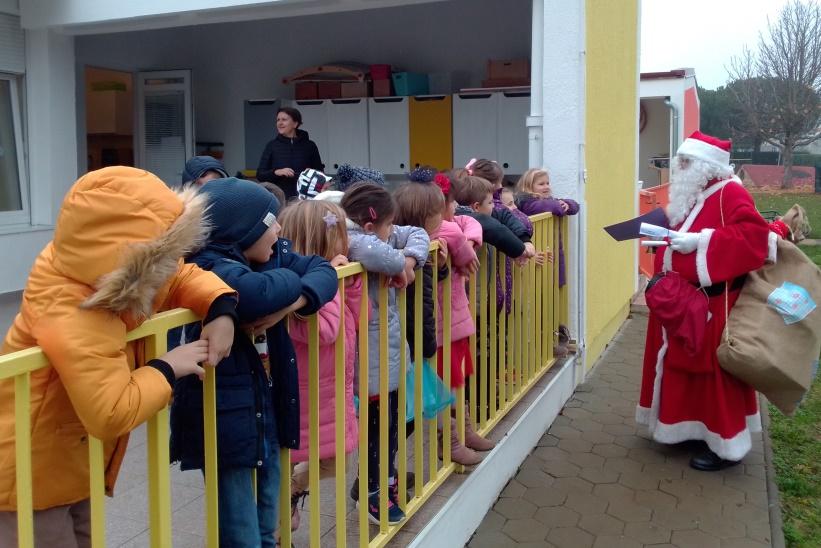 http://www.novigrad.hr/breve_visita_di_babbo_natale_ai_bambini_cittanovesi