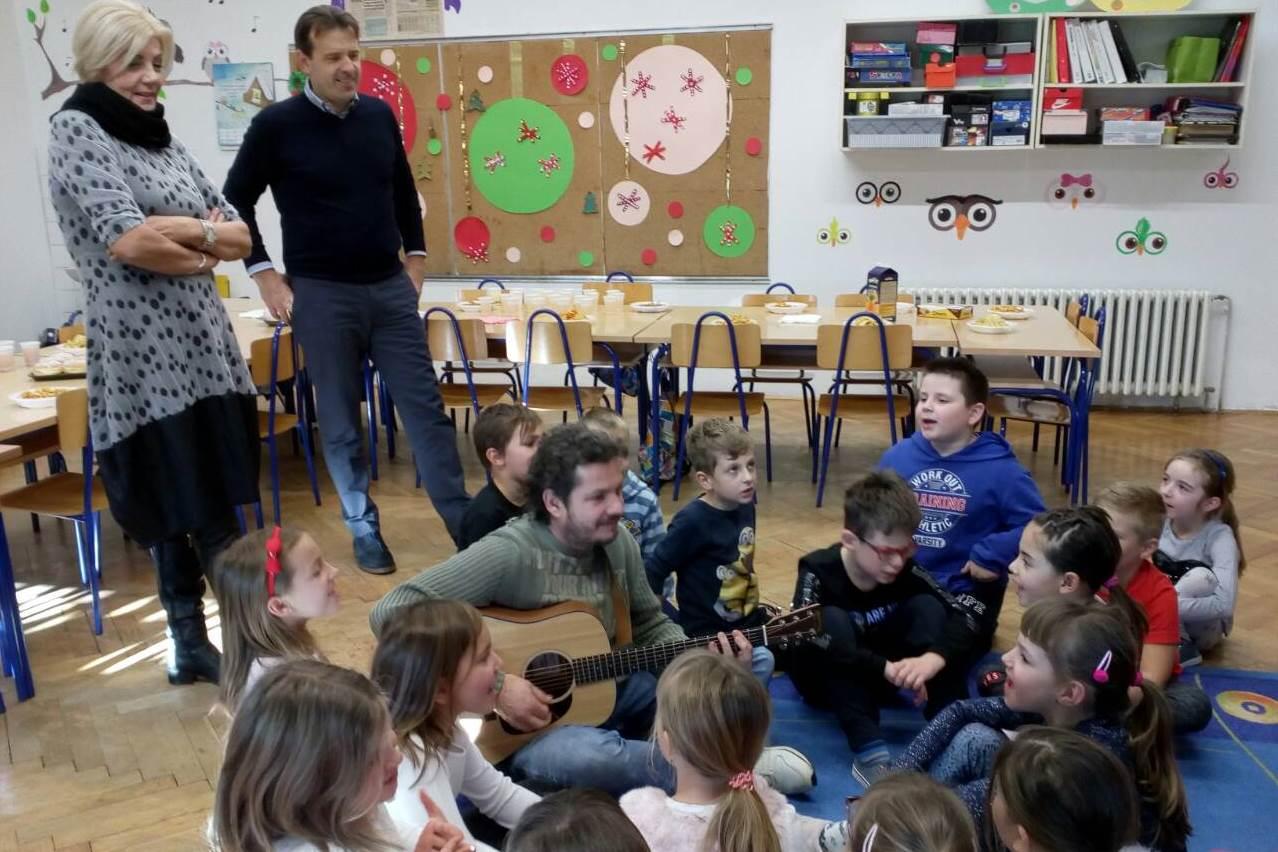 http://www.novigrad.hr/il_sindaco_ha_fatto_visita_ai_bambini_della_scuola_elementare