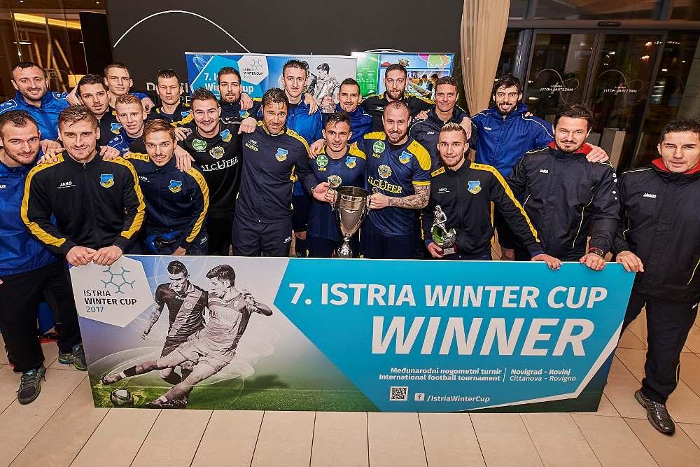 http://www.novigrad.hr/pobjedom_maarskog_gyirmota_okonchan_7._istria_winter_cup