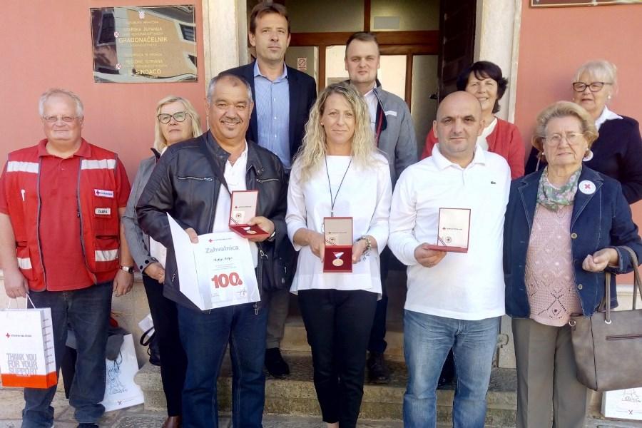 http://www.novigrad.hr/i_donatori_di_sangue_di_lunga_data_ricevuti_dal_sindaco