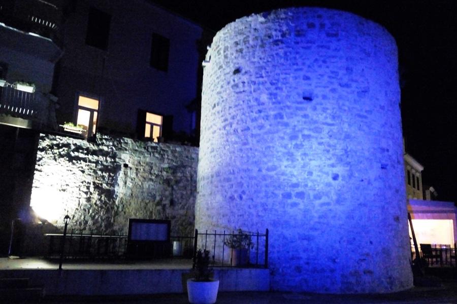 http://www.novigrad.hr/illuminando_la_torre_di_porporola_e_stata_celebrata_la_giornata_dei_nati_pr