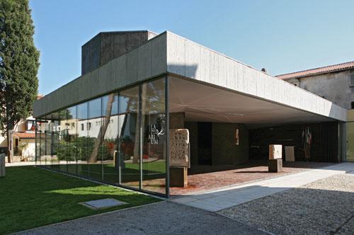 http://www.novigrad.hr/il_museo_lapidarium_e_il_negozio_link_riaprono_le_porte_lunedi_4_maggio