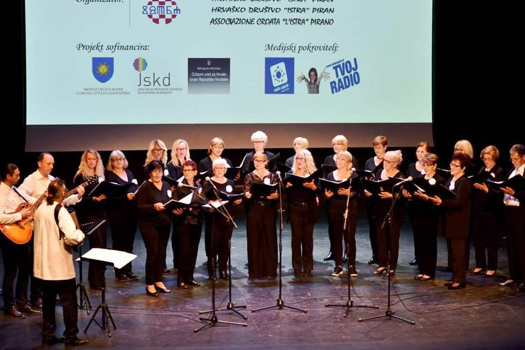 http://www.novigrad.hr/lavanda_nastupila_na_festivalu_istarskih_i_slavonskih_pjesama_u_kopru