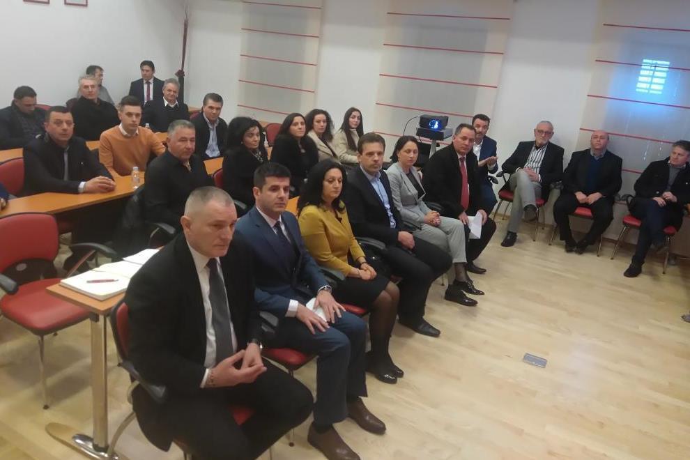 http://www.novigrad.hr/zajednica_albanaca_istre_u_novigradu_obiljezhila_devetu_godishnjicu_neovisn