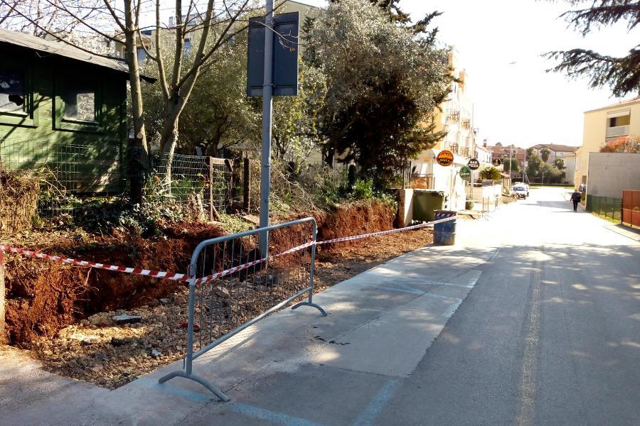 http://www.novigrad.hr/in_fase_di_costruzione_il_nuovo_marciapiede_in_via_santantonio