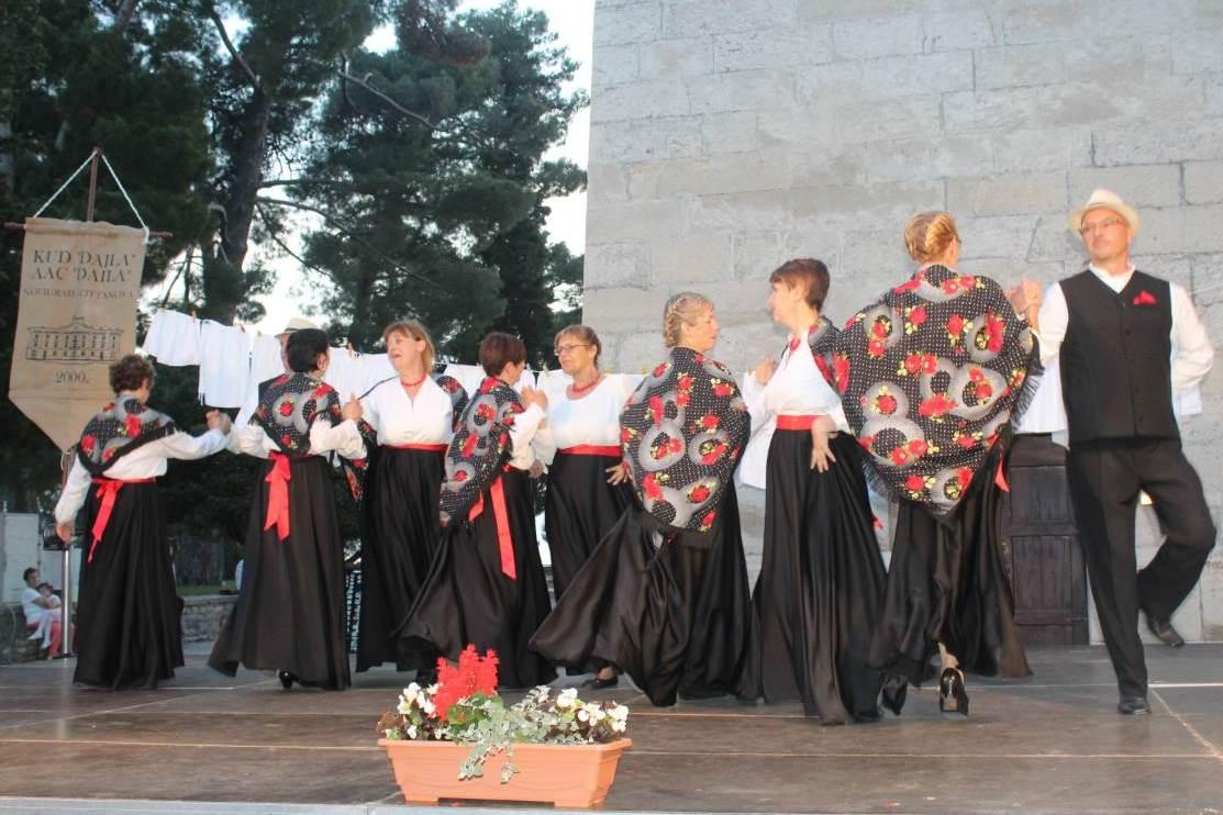http://www.novigrad.hr/con_un_ricco_programma_folcloristico_la_sac_di_daila_ha_festeggiato_il_suo
