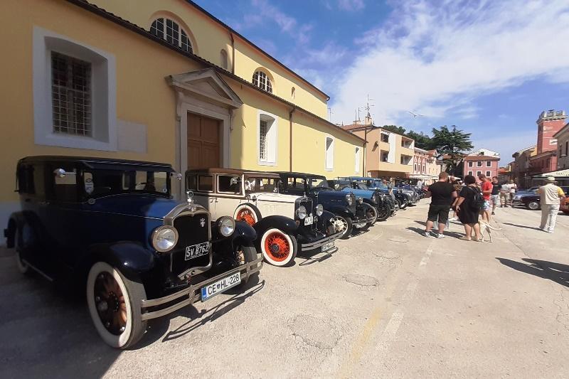 http://www.novigrad.hr/atraktivna_old_timer_vozila_ispunila_veliki_trg1
