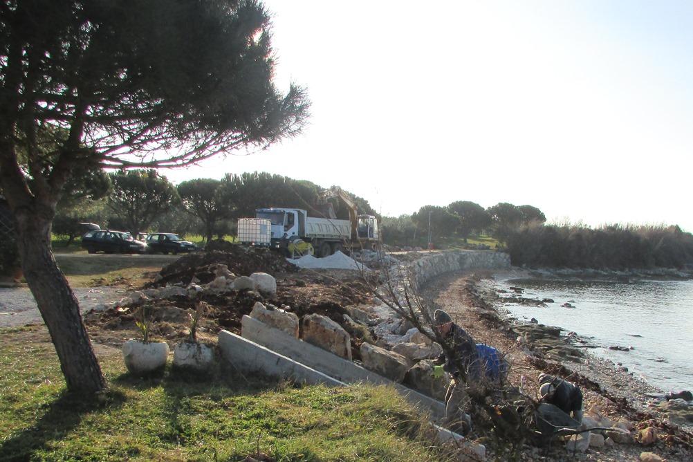 http://www.novigrad.hr/potporni_zid_sprijechit_e_daljnje_potkopavanje_obale