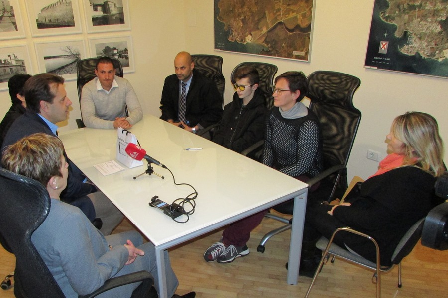 http://www.novigrad.hr/il_sindaco_ha_ricevuto_e_premiato_il_giovane_karateca_jasmin_ati