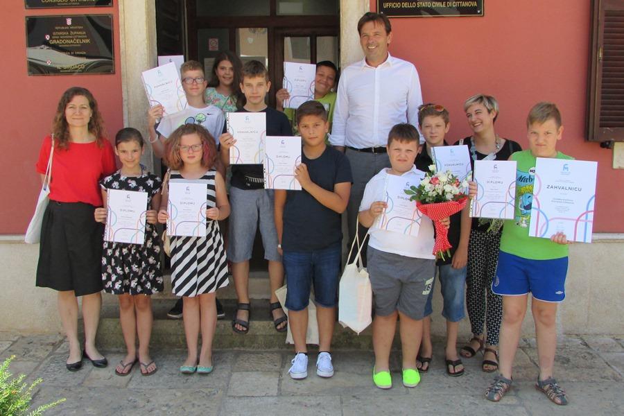 http://www.novigrad.hr/gradonachelnik_ugostio_male_robotichare_gradske_knjizhnice