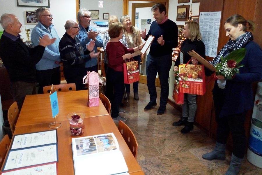 http://www.novigrad.hr/il_sindacato_pensionati_della_croazia_ringrazia_con_una_targa_la_citta_lent