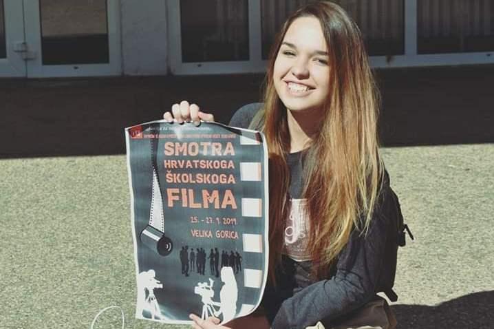 http://www.novigrad.hr/kratkometrazhni_film_mlade_novigaanke_sarah_lisichar_meu_najboljima_na_smot