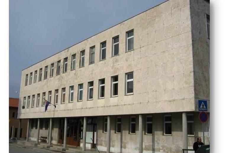 http://www.novigrad.hr/inicijativa_gradonachelnika_bujshtine_protiv_ukidanja_opinskog_suda_u_bujam