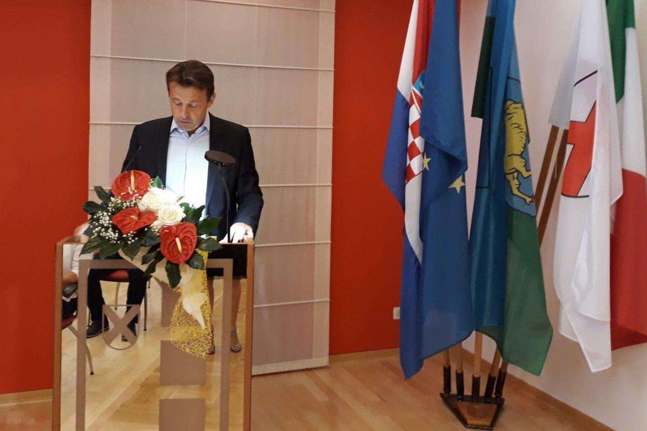 http://www.novigrad.hr/svechanom_sjednicom_gradskog_vijea_obiljezhen_dan_grada6