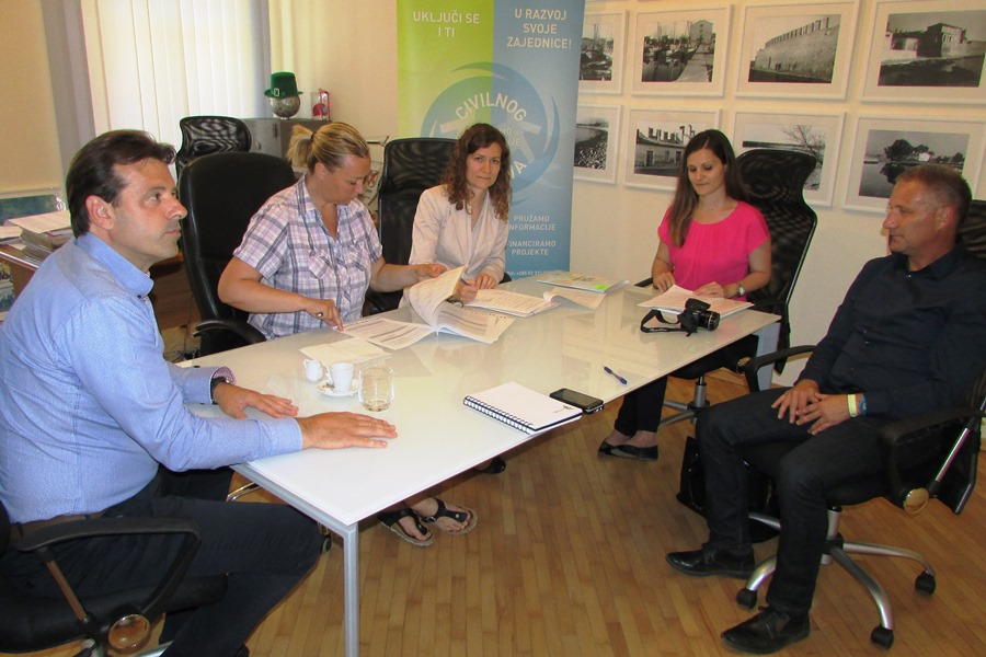 http://www.novigrad.hr/potpisan_ugovor_o_sufinanciranju_projekta_postani_konstruktor_i_ti_novigrad