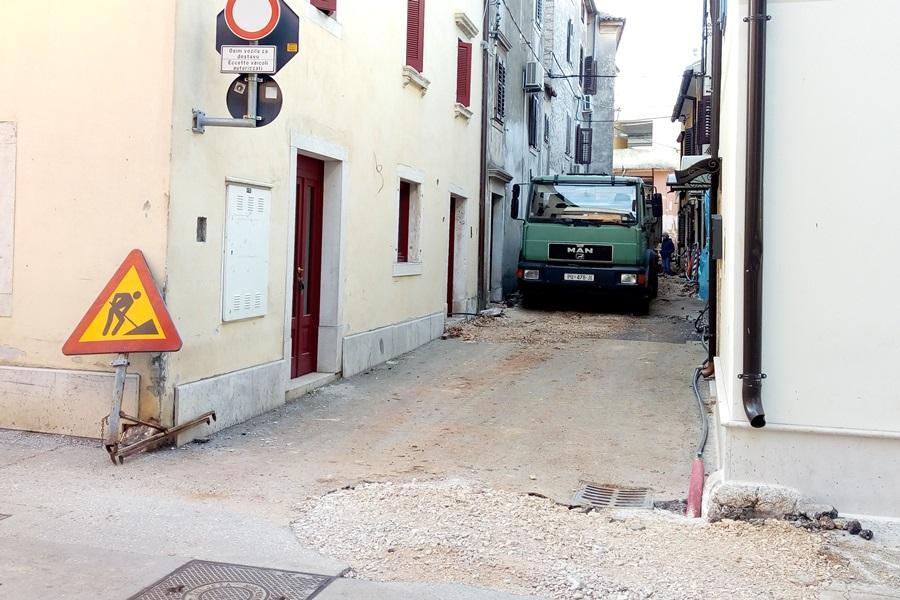 http://www.novigrad.hr/obnova_ulice_zidine_kao_pilot_projekt_rekonstrukcije_cijele_starogradske_je