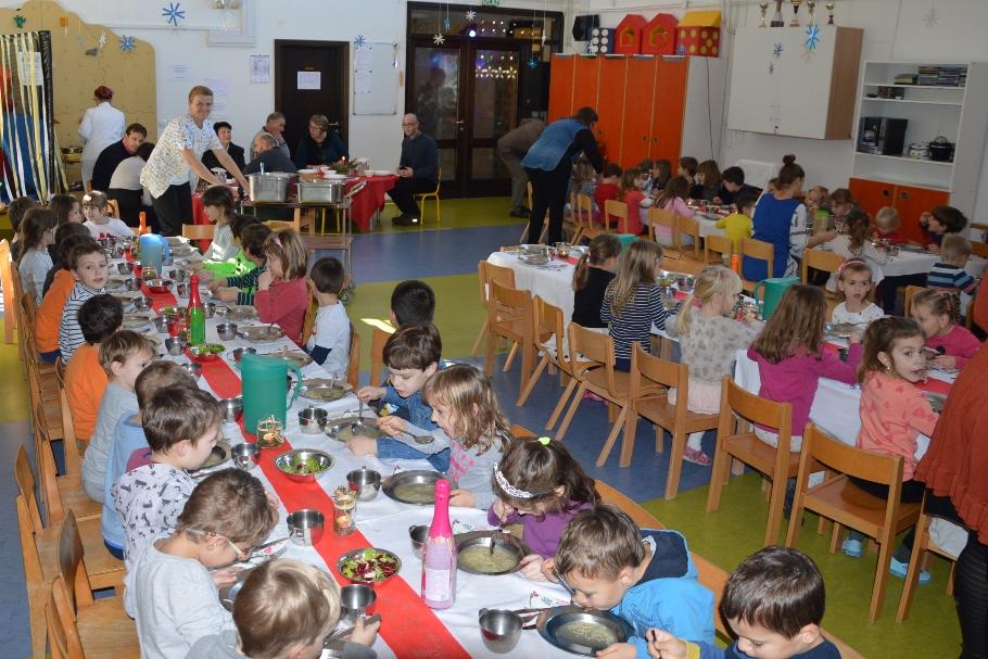 http://www.novigrad.hr/i_bambini_dellasilo_hanno_invitato_il_sindaco_al_tradizionale_pranzo_delle