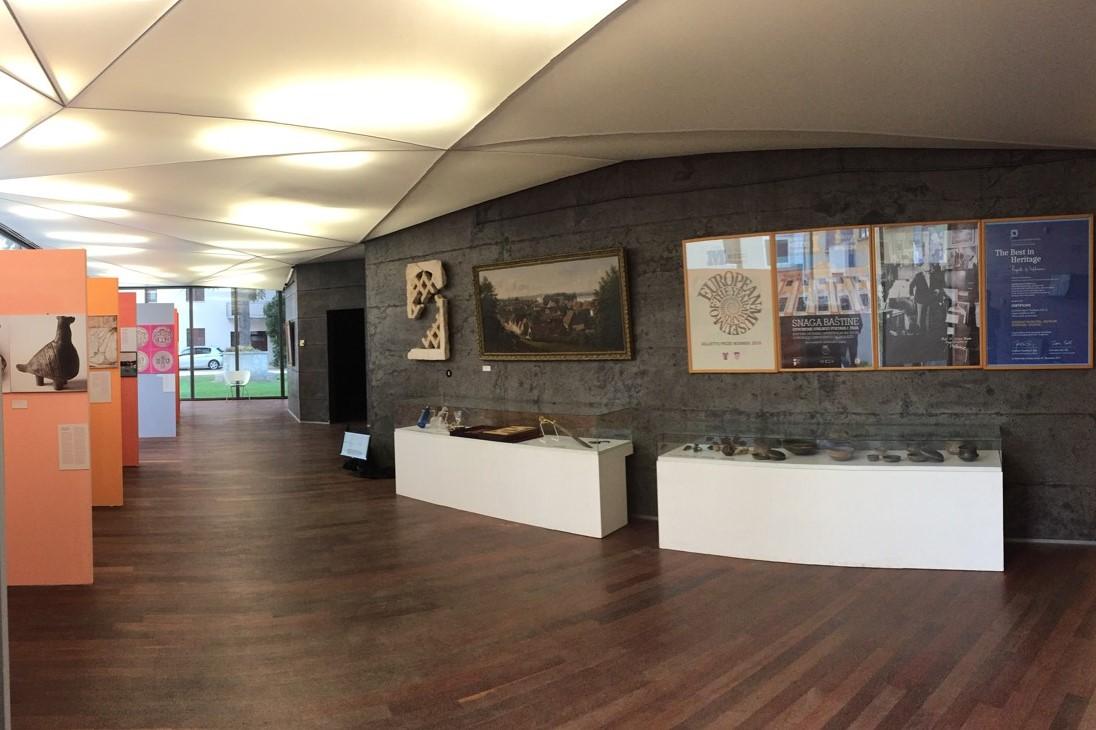 http://www.novigrad.hr/nel_museo_lapidarium_e_in_corso_la_mostra_prisutnost_u_vremenu_gradski_muze