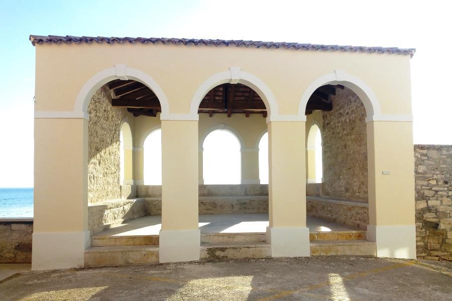 http://www.novigrad.hr/realizzata_la_bonifica_della_loggia_cittadina