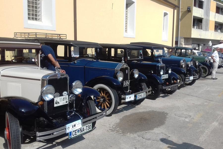 http://www.novigrad.hr/le_auto_depoca_hanno_riempito_la_piazza_grande