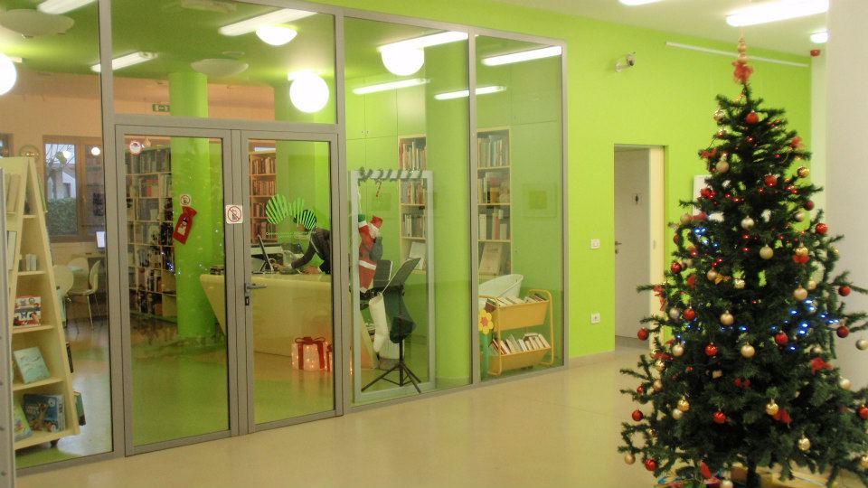 http://www.novigrad.hr/bozhine_predstave_u_gradskoj_knjizhnici