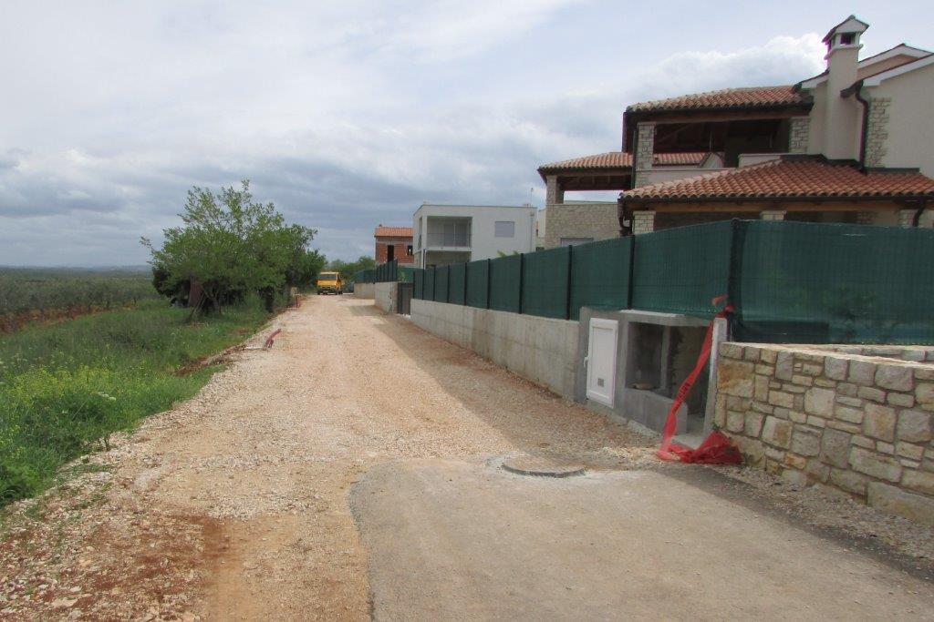 http://www.novigrad.hr/Uskoro_novi_asfalt_u_dijelu_naselja_Buinija