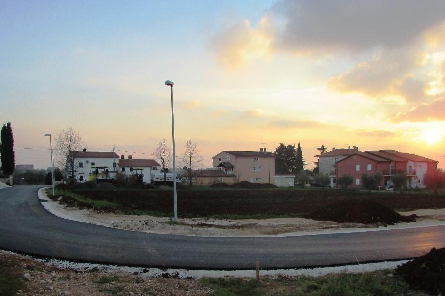 http://www.novigrad.hr/novi_asfalt_i_javna_rasvjeta_u_nekoliko_gradskih_naselja
