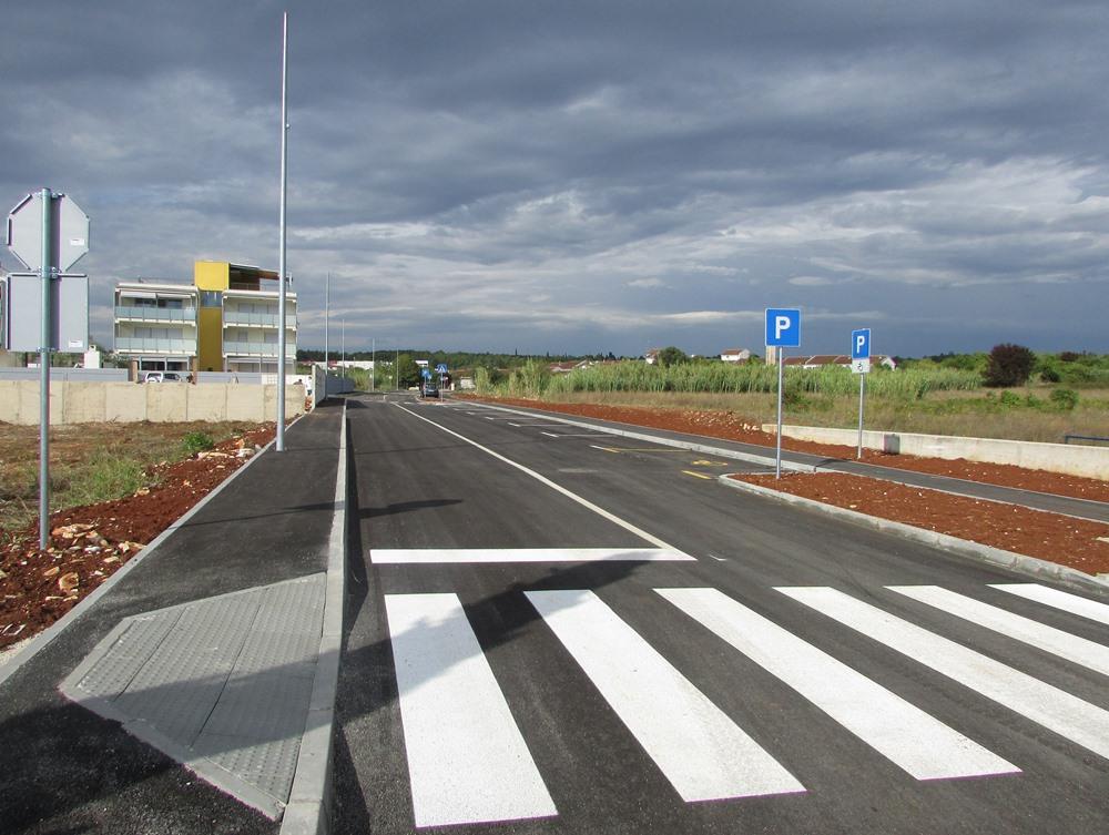 http://www.novigrad.hr/asfaltirana_prometnica_u_ulici_marketi