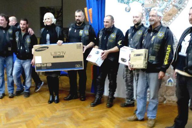 http://www.novigrad.hr/il_moto_club_pirates_ha_consegnato_una_donazione_alla_se_rivarela