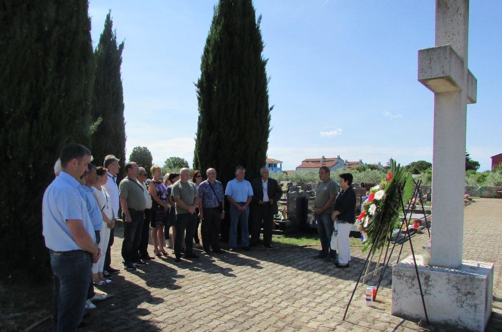 http://www.novigrad.hr/vijenac_i_minuta_shutnje_povodom_dana_drzhavnosti_rh3