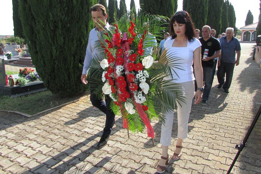 http://www.novigrad.hr/vijenac_i_minuta_shutnje_povodom_dana_drzhavnosti_rh4