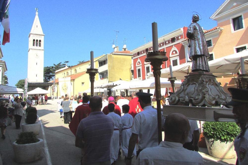 http://www.novigrad.hr/procesijom_i_svechanom_svetom_misom_vjernici_proslavili_svetog_pelagija