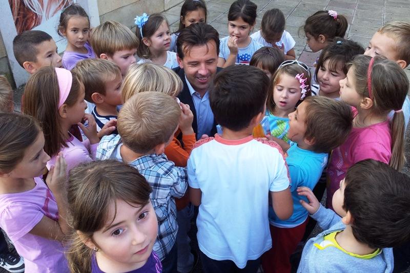 http://www.novigrad.hr/izlozhba_na_otvorenom_i_druzhenje_s_gradonachelnikom_povodom_djechjeg_tjedn