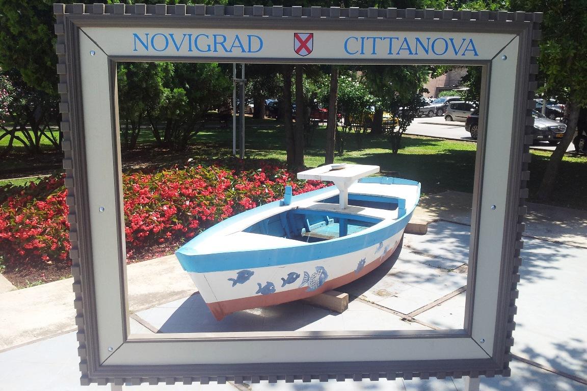 http://www.novigrad.hr/okvir_za_simpatichnu_foto_razglednicu_u_parku_novigradskih_ribara