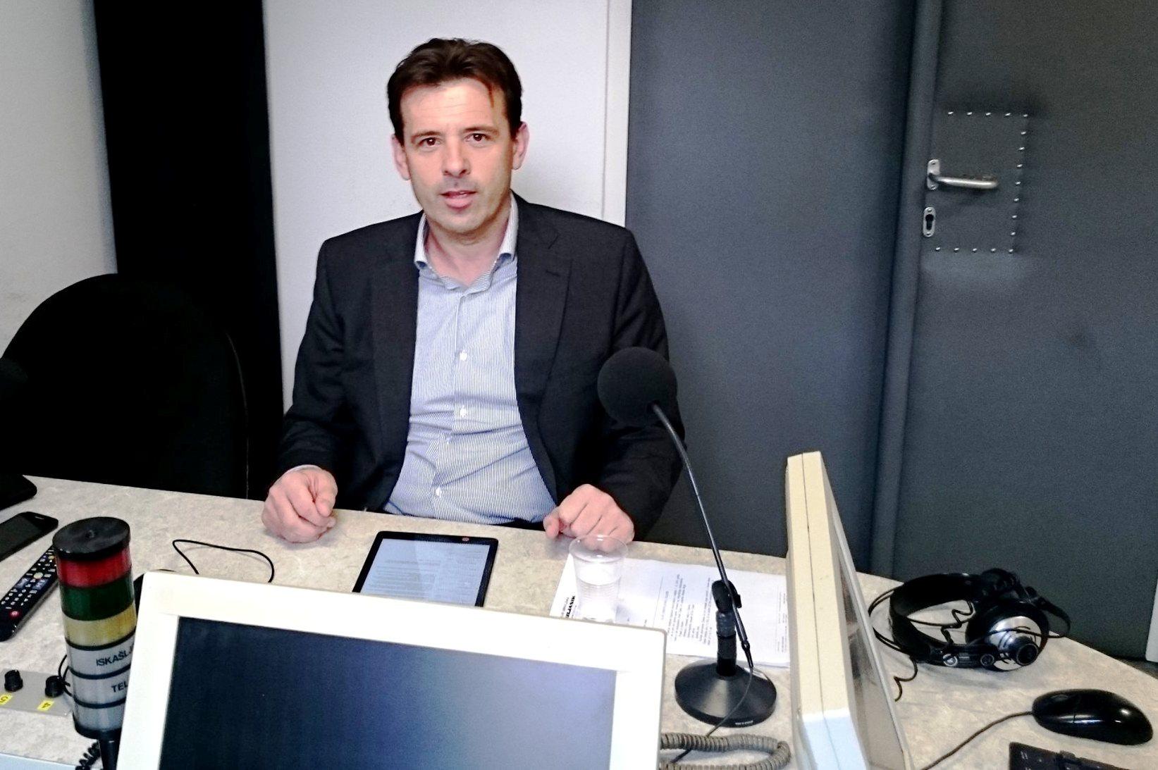 http://www.novigrad.hr/gradonachelnik_anteo_milos_gostovao_na_radio_puli