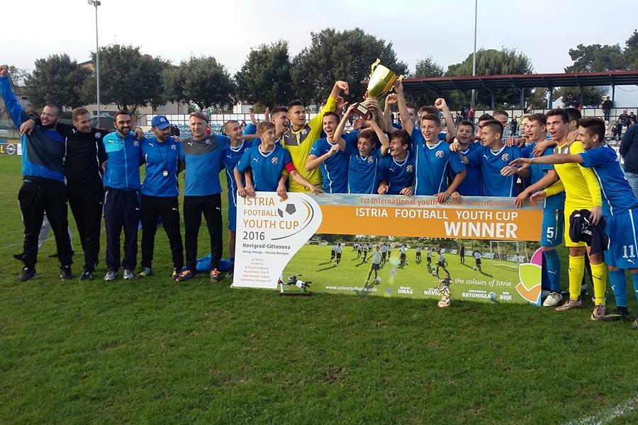 http://www.novigrad.hr/trijumfom_zagrebachkog_dinama_okonchan_istria_football_youth_cup