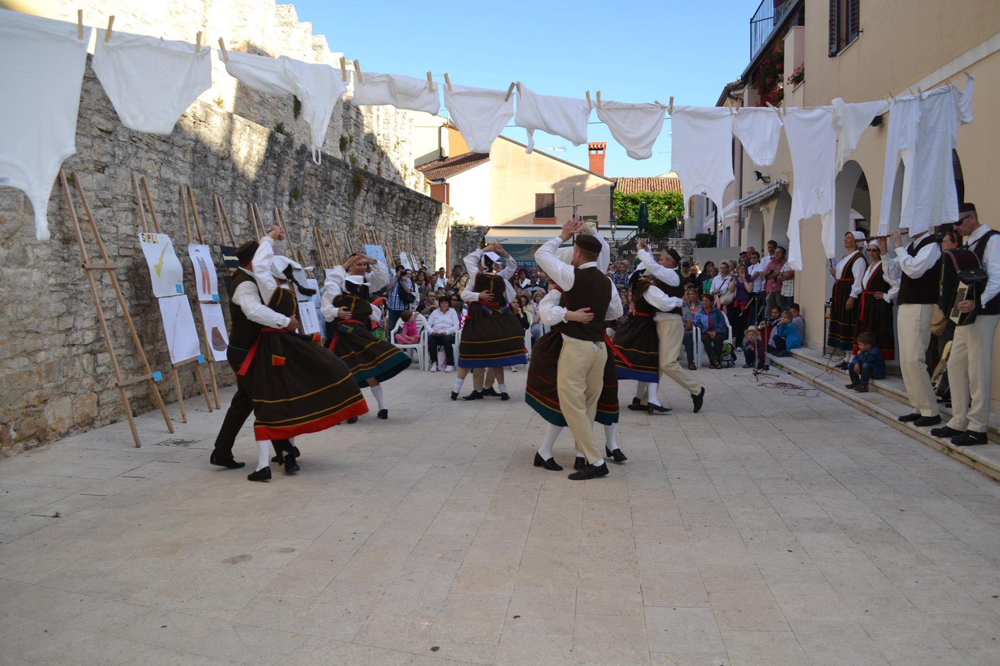 http://www.novigrad.hr/pridruzhite_se_folklornoj_ili_dramskoj_sekciji_kud_a_dajla