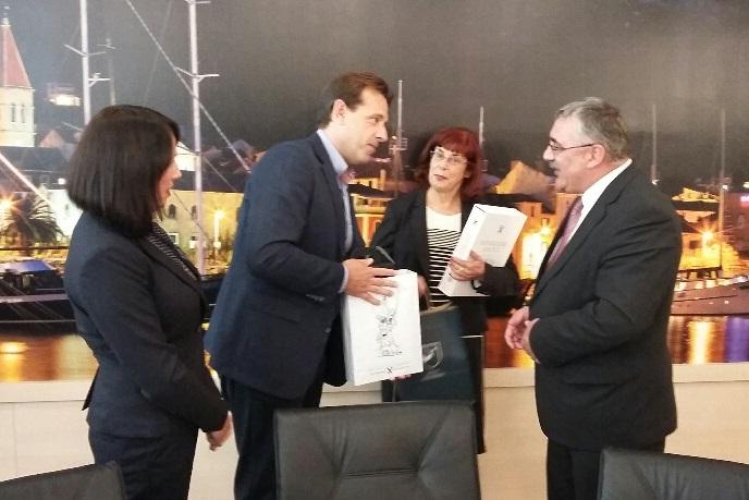 http://www.novigrad.hr/Delegacija_Novigrada_na_poziv_domaina_posjetila_Makarsku