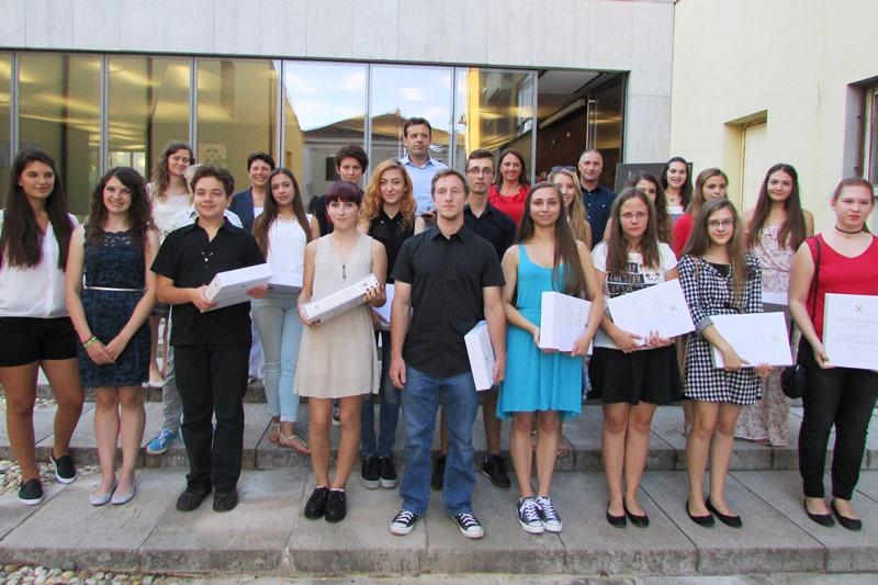http://www.novigrad.hr/grad_tradicionalno_nagradio_odlikashe_srednjoshkolce2