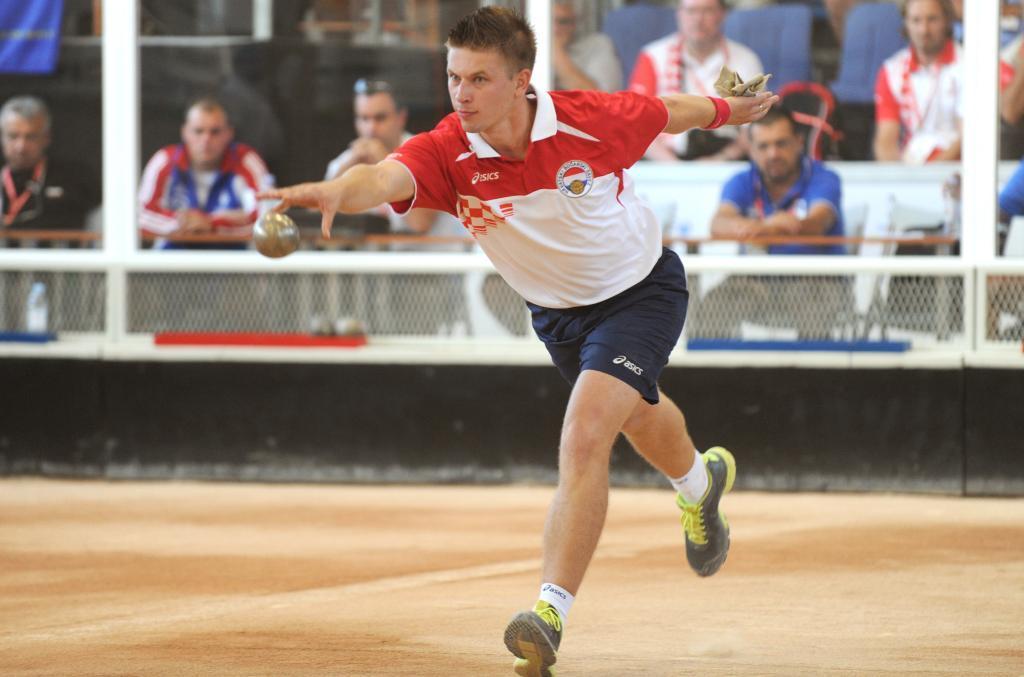 http://www.novigrad.hr/nenad_tadi_osvojio_titulu_svjetskog_boarskog_viceprvaka_u_parovima