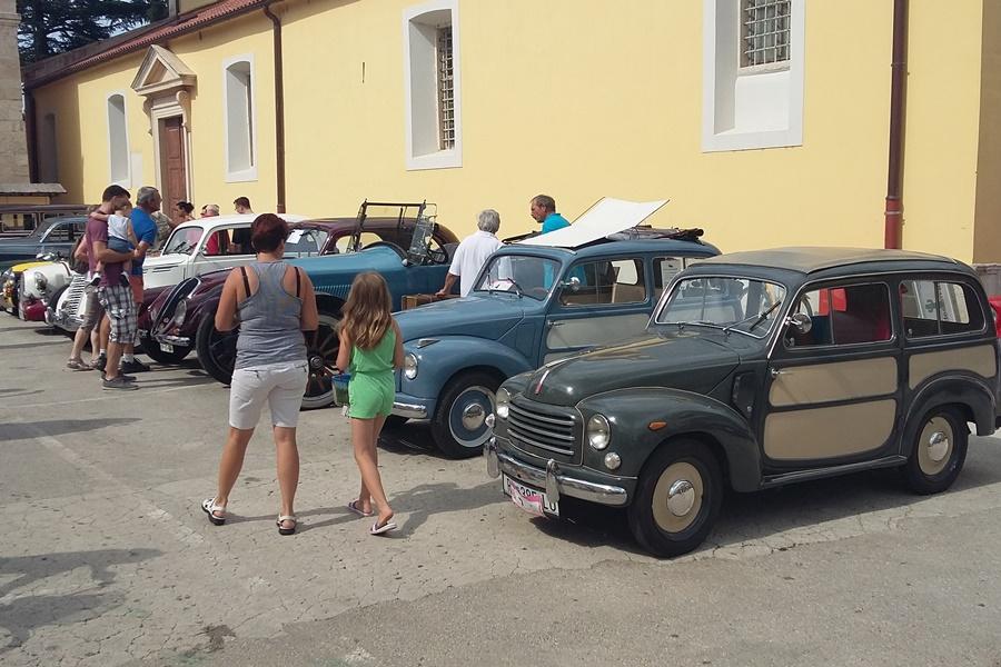http://www.novigrad.hr/piu_di_un_centinaio_di_old_timer_in_piazza_grande