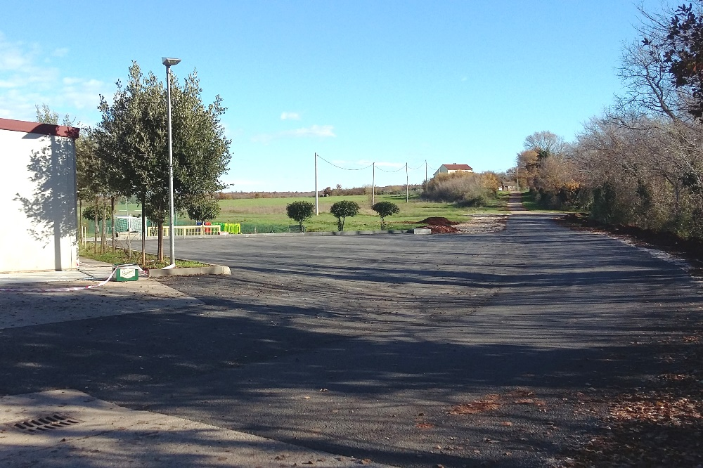http://www.novigrad.hr/asfaltirana_prometnica_i_parkiralishni_prostor_uz_sportski_centar_u_dajli