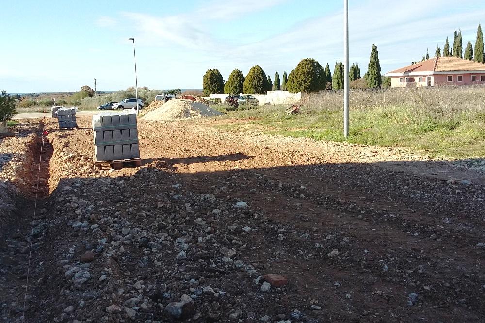http://www.novigrad.hr/za_asfaltiranje_se_priprema_prometnica_pored_groblja_i_dio_nogostupa_u_vida